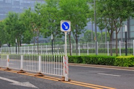 30506851-road-traffic-isolation-facilities-in-the-street-closeup-of-photo